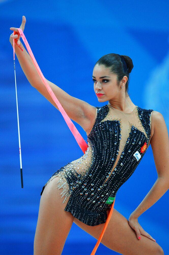 Julia Synicinová (Rusko) se stuhou
