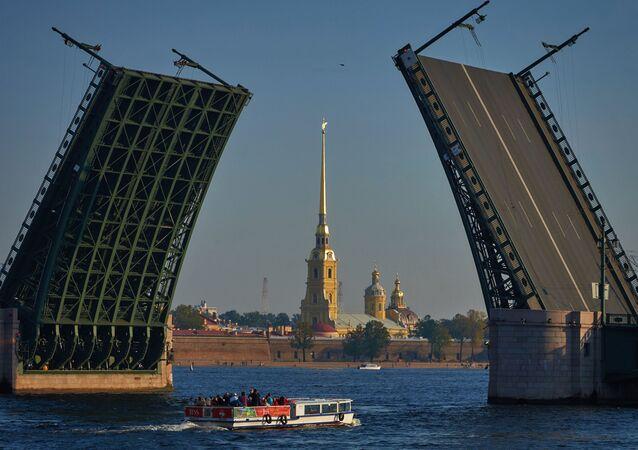 Zvedání mostů v Petrohradě, Rusko