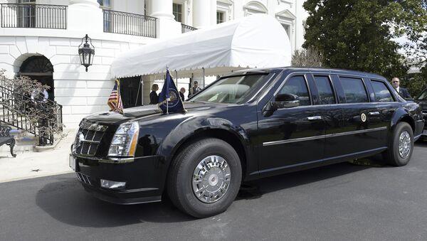 Cadillac Donalda Trumpa před Bílým domem - Sputnik Česká republika