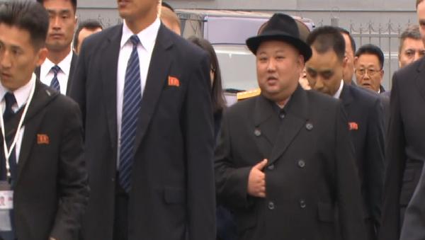 Lídr KLDR Kim Čong-un přijel do Vladivostoku na historické setkaní s Putinem (VIDEO)  - Sputnik Česká republika