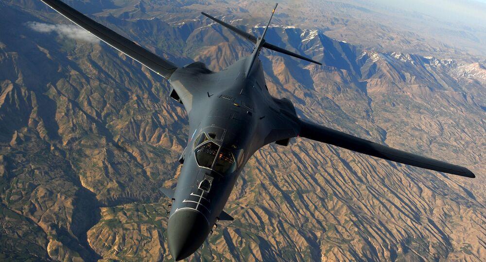 Americké nadzvukové bombardovací letadlo Rockwell B-1B Lancer