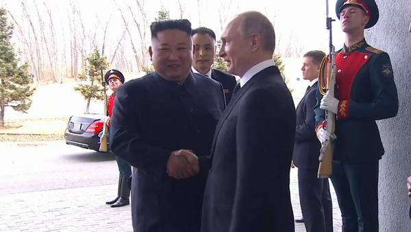 Vítejte v Rusku, soudruhu Kime! První epochální setkání Kim Čong-una s Putinem a Ruskem (VIDEO) - Sputnik Česká republika