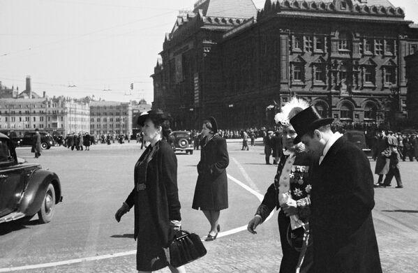 Dlouho očekávaný Den vítězství. Záběry z 9. května 1945 z celé Evropy. - Sputnik Česká republika