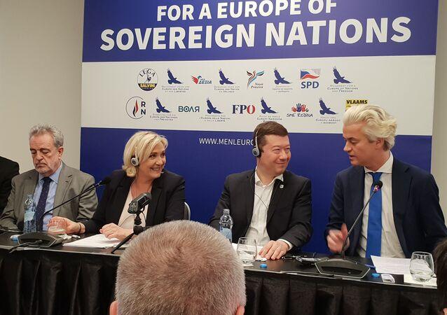 Tisková konference nacionalistů Evropy dne 25. dubna v Hotelu Grandium v Praze