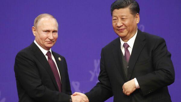 Ruský prezident Vladimir Putin a jeho protějšek Si Ťin-pching - Sputnik Česká republika