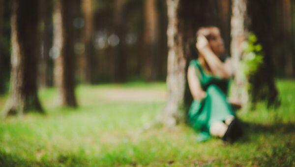 Žena v lese - Sputnik Česká republika