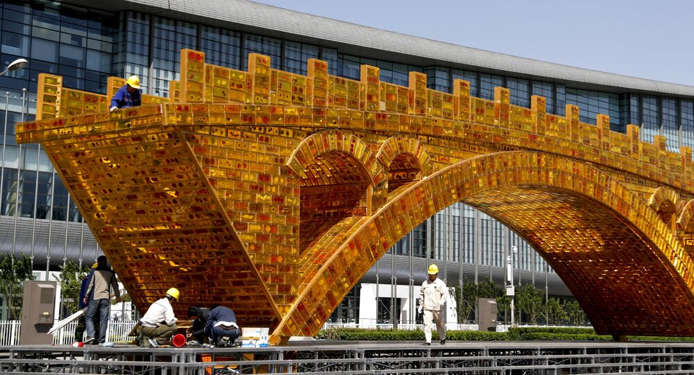 Instalace Zlatý most nad Hedvábnou stezkou