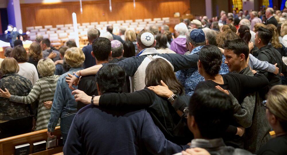 Bohoslužba za oběti po střelbě v synagoze v Poway, Kalifornie