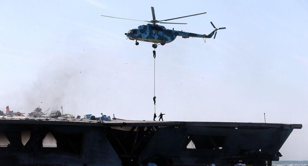 Cvičení íránských revolučních gard v Hormuzském průlivu