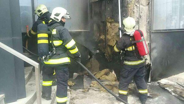 Hasiči při požáru v hotelu Park Inn Danube v Bratislavě - Sputnik Česká republika