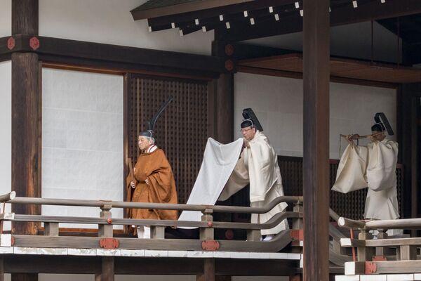 Císař Japonska Akihito během abdikačního rituálu v císařském paláci v Tokiu - Sputnik Česká republika