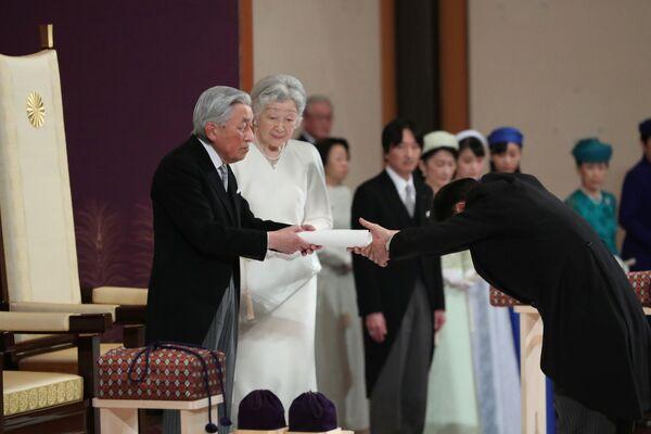 Japonský císař Akihito a císařovna Mičiko během rituálu Taiirei-Seiden-no-gi, císařův abdikační ceremoniál, v císařském paláci v Tokiu, Japonsko, 30. dubna 2019 - Sputnik Česká republika