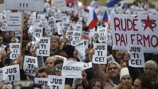 Protestní akce na Staroměstském náměstí 29. dubna 2019 - Sputnik Česká republika