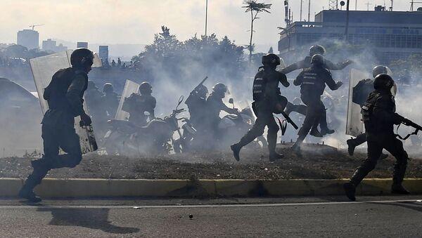 Zmatek v ulicích Venezuely. Státní převrat ohrozil životy desítek lidí - Sputnik Česká republika