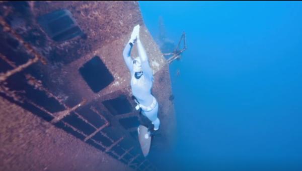 Nejzáhadnější podvodní atrakce. Potápěčka prozkoumala vrak lodi Zenobia - Sputnik Česká republika