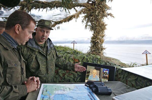 Medveděv na ostrově Iturup - Sputnik Česká republika