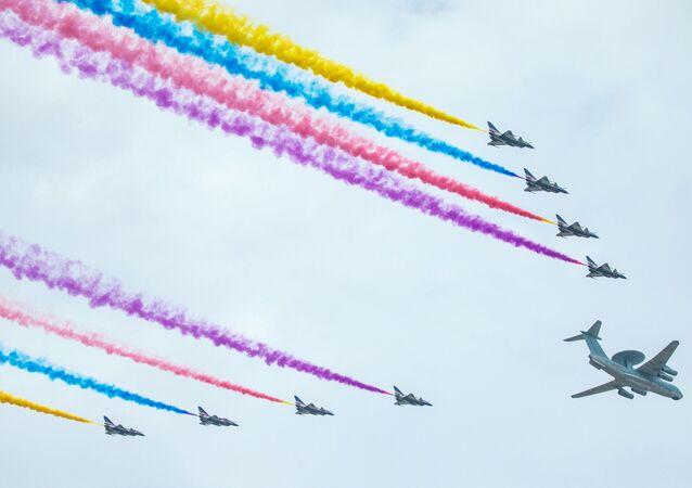 Naposledy se vojenská přehlídka v Pekingu konala v r. 2009 – na počest 60. výročí vzniku ČLR