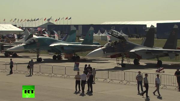 Putin zahájil leteckou show MAKS 2015 - Sputnik Česká republika