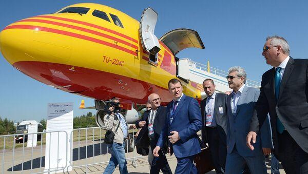 Dmitrij Rogozin a Soren Sattary na leteckém show MAKS 2015 - Sputnik Česká republika