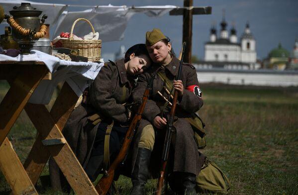 Česká vesnice byla osvobozena ... u Moskvy! Podívejte se na rekonstrukci poslední velké bitvy z doby 2. světové války - Sputnik Česká republika