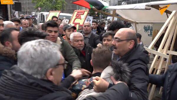 """V Německu zaútočili na muže během palestinské akce za křiky """"Izrael""""  - Sputnik Česká republika"""