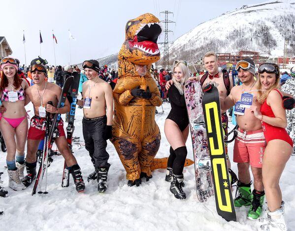 Podle organizátorů se letos zúčastnilo sjezdu v plavkách více než 1000 sportovců - Sputnik Česká republika