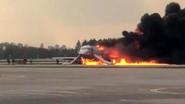 Na letišti Šeremetěvo v Moskvě během přistání začalo hořet letadlo při letu Moskva-Murmansk - Sputnik Česká republika
