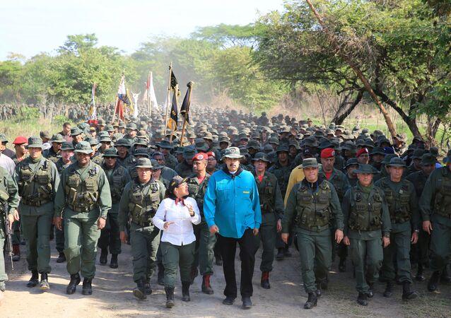 Venezuelský prezident Nicolas Maduro během setkání s vojáky