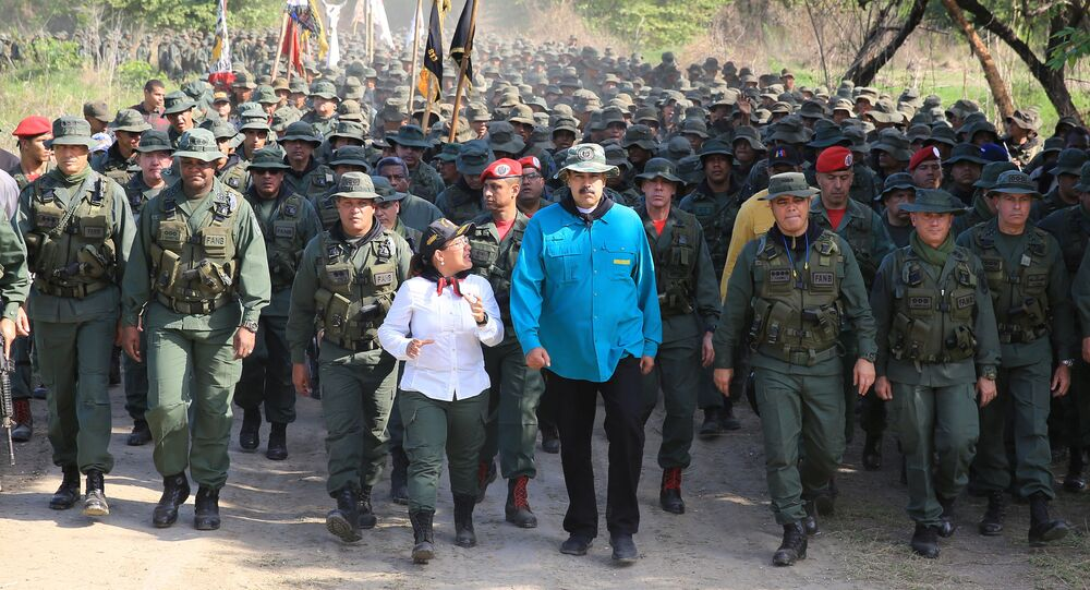 Venezuelský prezident Nicolás Maduro během setkání s vojáky