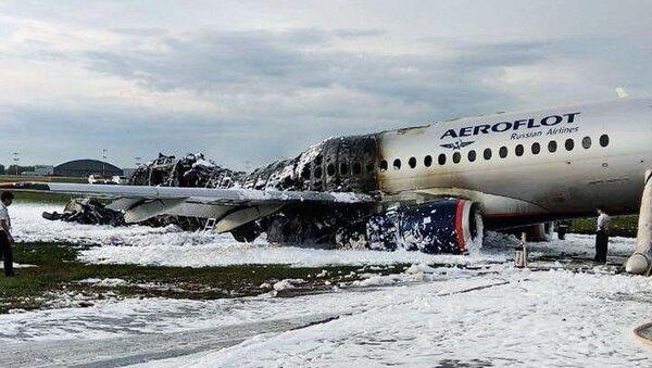 Letoun Superjet 100 po havárii na letišti Šeremetěvo 5. května 2019 - Sputnik Česká republika