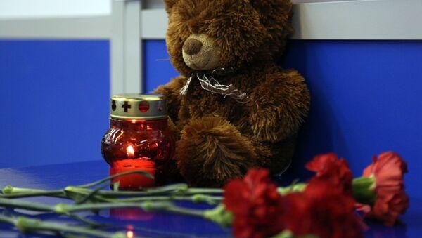 Svíčky a květiny. Ilustrační foto - Sputnik Česká republika
