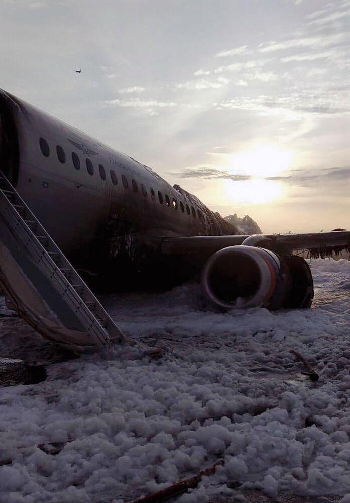 Letadlo se vrátilo během letu Moskva - Murmansk na letiště Šeremetěvo kvůli požáru na palubě. 5. května 2019.