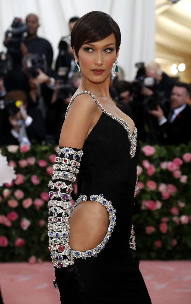 Modelka Bella Hadid na Met Gala 2019 v New Yorku