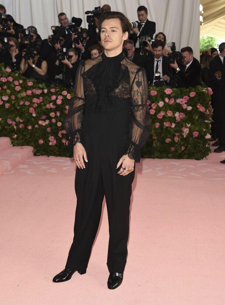 Zpěvák Harry Styles na Met Gala 2019 v New Yorku