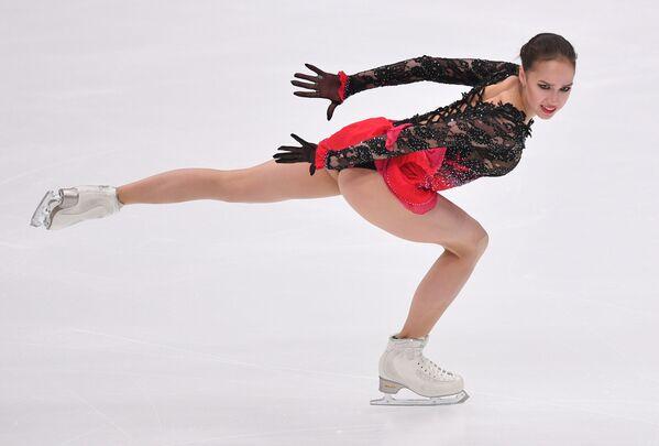 Alina Zagitová ve volném bruslařském programu páté etapy Grand Prix v krasobruslení v Moskvě - Sputnik Česká republika