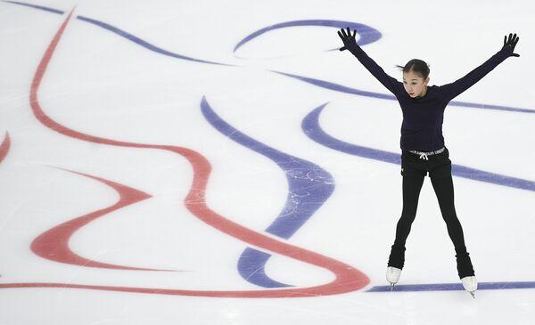 Elizabeth Tursynbajeva z Kazachstánu během tréninku před začátkem 5. etapy soutěží v Grand Prix krasobruslení v Moskvě - Sputnik Česká republika