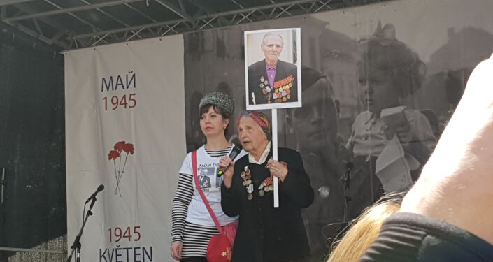 Záběry z Nesmrtelného pluku, který prošel Prahou 8. 5. 2019. Čest padlým a sláva jejich památce. Život v míru potomkům a všem lidem dobré vůle.