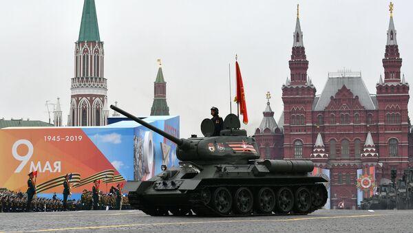 Tank T-34 během přehlídky vítězství v Moskvě - Sputnik Česká republika