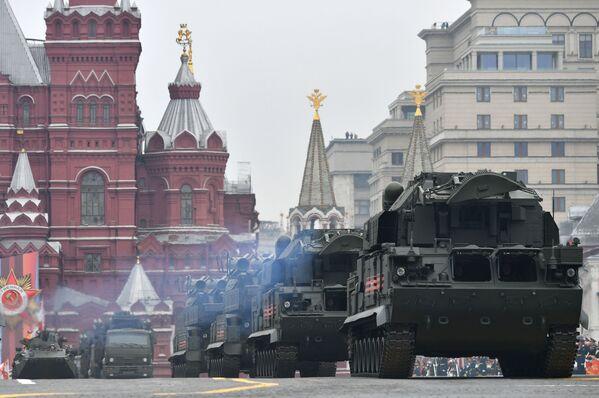 Ať žije 74. výročí Dne vítězství! Záběry z vojenské přehlídky v Moskvě - Sputnik Česká republika