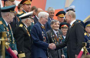 Ruský prezident Vladimir Putin během vojenské přehlídky 9. května 2019.