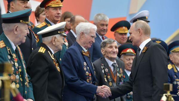 Ruský prezident Vladimir Putin během vojenské přehlídky 9. května 2019.  - Sputnik Česká republika