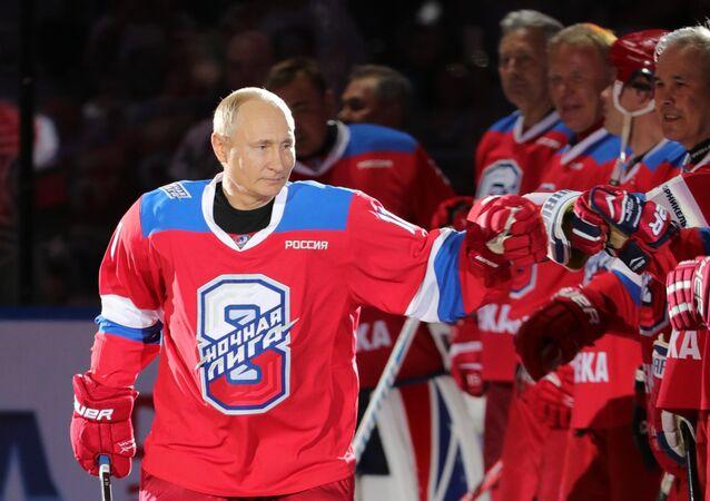 Vladimir Putin se zúčastnil zápasu Noční hokejové ligy