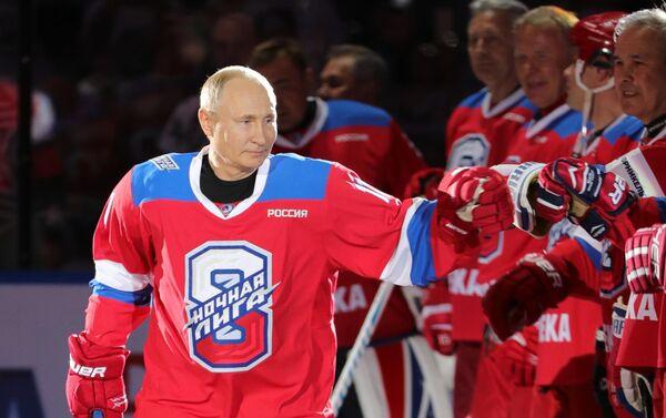 Hokej mu není cizí: Vladimir Putin se účastní slavnostního zápasu Festivalu amatérských národních hokejových týmů - Sputnik Česká republika