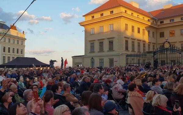 Fotografie z akce: Chór Tureckého na Hradčanském náměstí před Pražským Hradem, 10. května 2019 - Sputnik Česká republika
