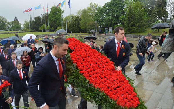 Pokloniť sa prišli aj ruskí hokejisti - Sputnik Česká republika