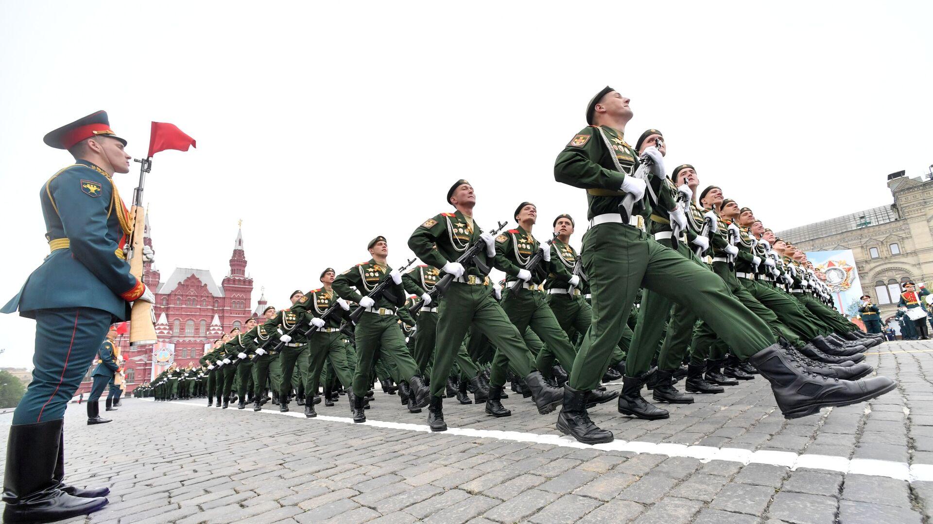 Vojáci na vojenské přehlídce věnované 74. výročí vítězství ve druhé světové válce - Sputnik Česká republika, 1920, 23.04.2021