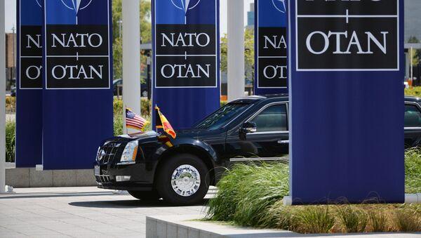 Automobil amerického prezidenta Donalda Trumpa na summitu Severoatlantické aliance v Bruselu - Sputnik Česká republika