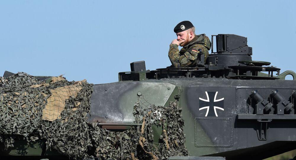 Německý voják na tanku Leopard