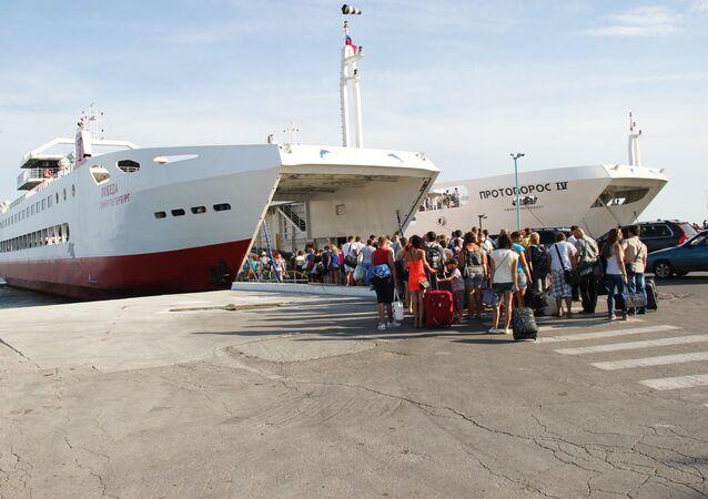 Fronta na trajekt ze strany Krymu
