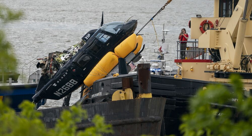 V New Yorku se do řeky Hudson zřítil vrtulník